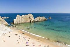 Strand von Arnia, Spanien lizenzfreie stockbilder