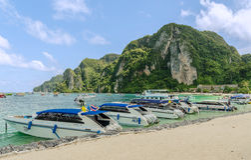 Strand von Ko Phi Phi Don - Krabi, Thailand Lizenzfreies Stockbild