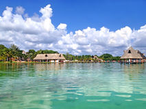 Strand von Laguna Bacalar, Mexiko Lizenzfreies Stockfoto