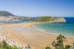 Strand von Lekeitio, Spanien lizenzfreies stockbild