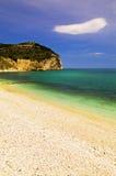 Strand von Mattinata auf dem Gargano, Italien Stockbilder