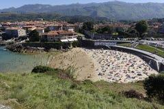 Strand von SablÃ-³ n in Llanes Asturien, Spanien lizenzfreie stockbilder