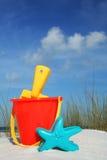 Strand-Wanne und Spaten lizenzfreies stockfoto