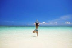 Strand-Yoga stockbild