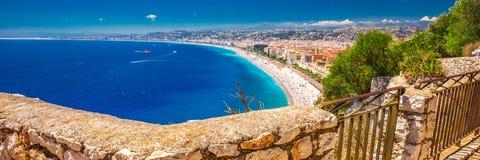 Strand zandige promenade in oud stadscentrum van Nice, Franse riviera, Frankrijk Royalty-vrije Stock Fotografie