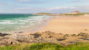 Strand-Zeitspanne-Cornwall-Küstenlinien-Zoom stock video footage