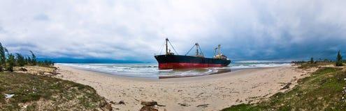 strandad ship Royaltyfri Fotografi
