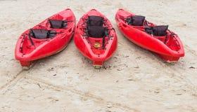 Strandaktivitet som kayaking Arkivfoto