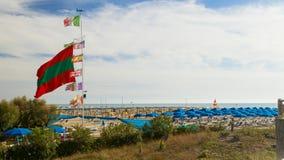 Strandansicht Jachthafendi Pietrasanta lizenzfreie stockfotos