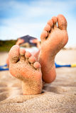 strandavläsningskvinna Royaltyfri Fotografi