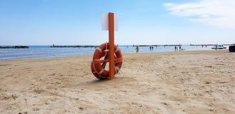 Strandbadmeester in Adriatisch strand royalty-vrije stock afbeeldingen