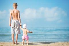 strandbarn två Arkivbild