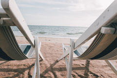 Strandbed met de schemeringtijd van de zongloed Stock Fotografie