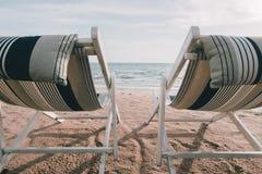 Strandbed met de schemeringtijd van de zongloed Royalty-vrije Stock Fotografie