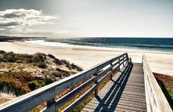 strandboardwalk till royaltyfri bild