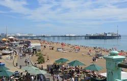 Strandboulevard en strand in Brighton, Oost-Sussex, Engeland Royalty-vrije Stock Foto's