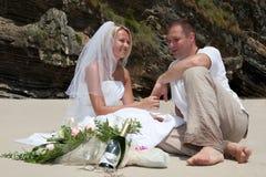 strandbröllop arkivfoton