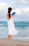 Strandbuch lizenzfreies stockfoto