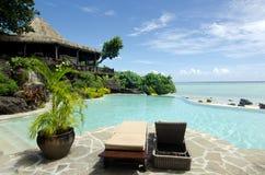 Strandbungalow in der tropischen Insel des Pazifischen Ozeans. Lizenzfreie Stockbilder