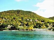 Strandbyggnader på vattenframdelen i det karibiskt arkivfoton