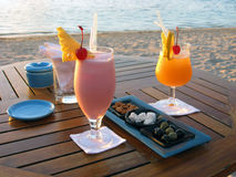 strandcoctailvänner mauritius Fotografering för Bildbyråer