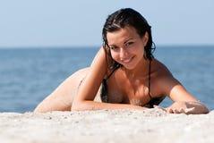 stranddag som tycker om soligt barn för flicka Fotografering för Bildbyråer