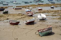 Stranded. Small fishing boats while low tide on the ocean bottom Royalty Free Stock Photography