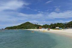 Stranden av den Wuzhizhou ön i Sanya, Hainan, Kina royaltyfri foto
