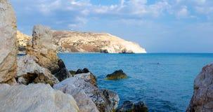 Stranden av födelseorten av aphroditen, sten vaggar av Aphrodite, royaltyfri foto