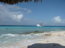 Stranden av Klein Curacao Royaltyfria Bilder