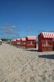 stranden chairs färgrikt Arkivbild