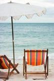stranden chairs paraply två Royaltyfria Bilder