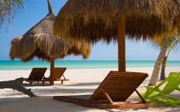 stranden chairs pristine Royaltyfri Fotografi