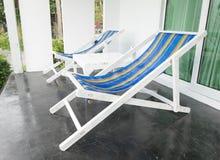 stranden chairs två Arkivfoto