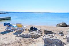 stranden chairs två Arkivfoton