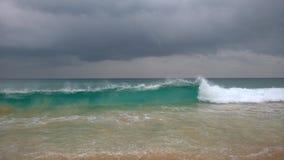 stranden deserterade sonen för havet för handömodern specificerar stormen Royaltyfria Foton