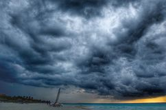 Stranden efter stormen Arkivfoto