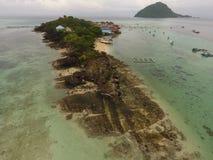 stranden en eiland stock afbeeldingen
