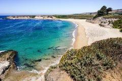 Stranden en klippen op de Vreedzame Kust, Wilder Ranch State Park, Santa Cruz, Californië stock afbeeldingen