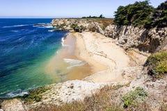 Stranden en klippen op de Vreedzame Kust, Wilder Ranch State Park, Santa Cruz, Californië royalty-vrije stock foto's