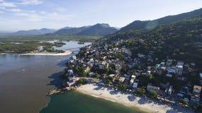 Stranden en paradisiacal plaatsen, prachtige stranden rond de wereld, Restinga van Marambaia-Strand, Rio de Janeiro, Brazilië stock afbeeldingen