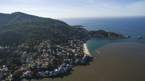 Stranden en paradisiacal plaatsen, prachtige stranden rond de wereld, Restinga van Marambaia-Strand, Rio de Janeiro, Brazilië stock afbeelding