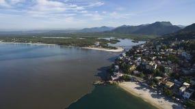 Stranden en paradisiacal plaatsen, prachtige stranden rond de wereld, Restinga van Marambaia-Strand, Rio de Janeiro, Brazilië stock foto's