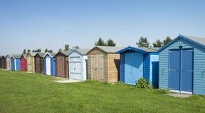 Stranden förlägga i barack på Dovercourt, nära Harwich, Essex, UK. royaltyfri bild