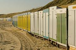 Stranden förlägga i barack på stranden av Zoutelande i Nederländerna Royaltyfri Foto
