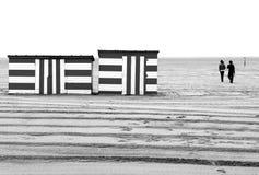 stranden går vinter Arkivbild