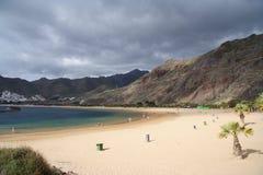 stranden gömma i handflatan Arkivfoto