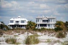 stranden houses två Fotografering för Bildbyråer