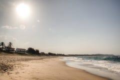 Stranden i Punta gör Ouro i Mocambique Arkivbild