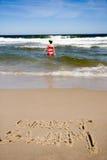 stranden kan tecknat bad t royaltyfri foto